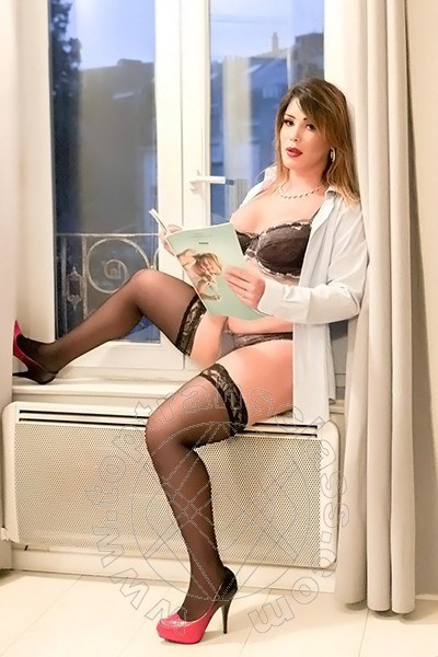Trans Parigi Kauany Oliveira